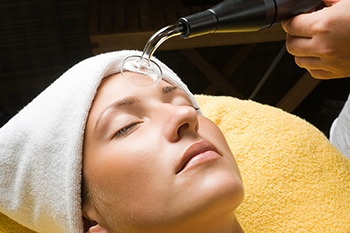 Clarifying Skin Facial - Designed as a deep pore cleansing for your skin so you leave looking radiant and not red and inflamed. Includes light extractions, enzyme and a soothing or pore refining mask.