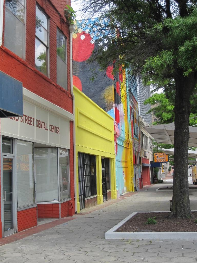 Downtown - Street Art - The City Dweller (2)