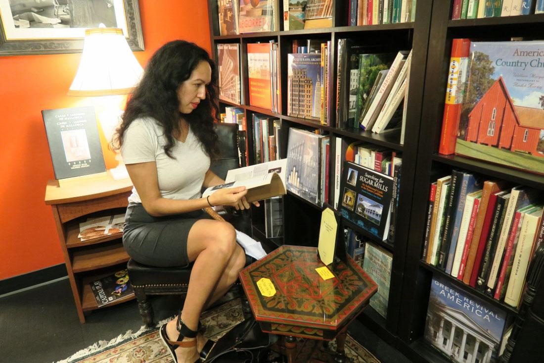 Bookstore - Asheville - The City Dweller (1)
