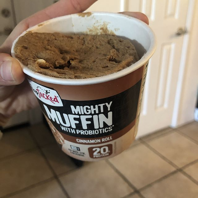 These are for real my favorite snack! 20p/5f/23c in a muffin!?!? So many flavors to choose from, tell me your favorite @flapjacked muffin.