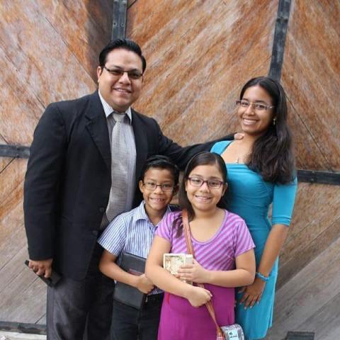 Luis and Jenny Espinoza - Lead Pastors