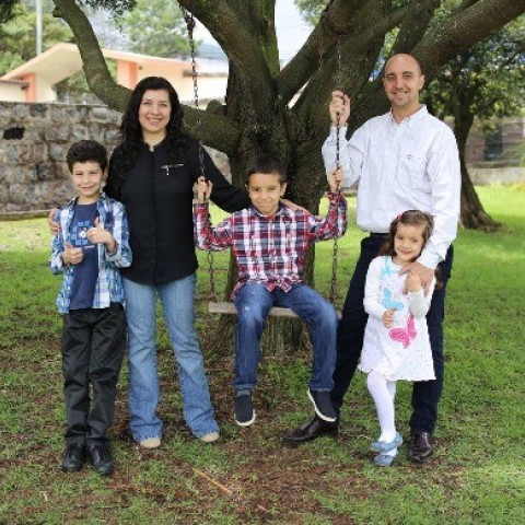 Marcelo-and-Viviana-Fretes-Lead-Pastor