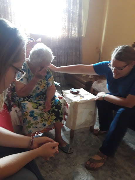 Visiting a contact - Dona Concessão is one of our sweet contacts. She's 93 years old.