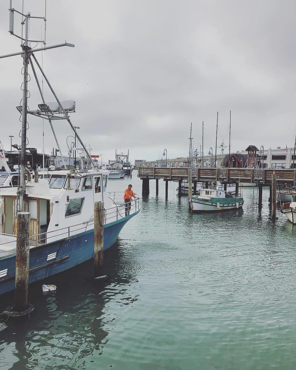 A chilly gray summer's day on San Francisco Bay.  -  #california #sanfrancisco #thecoldestwinterieversaw (at Fisherman's Wharf)
