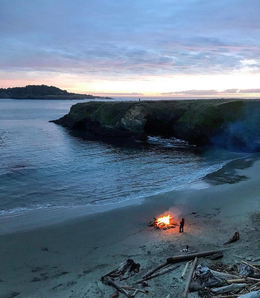 Keeping the spirits at bay.  -  #california #ilovecalifornia #mendocino #bonfire  (at Mendocino Coast)