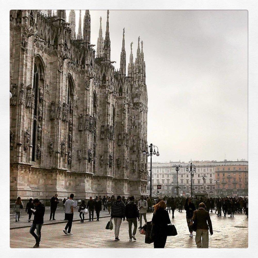 Milan.  -  #italy #lostinafog #nebbia #milano  (at Duomo di Milano - Duomo Cathedral)