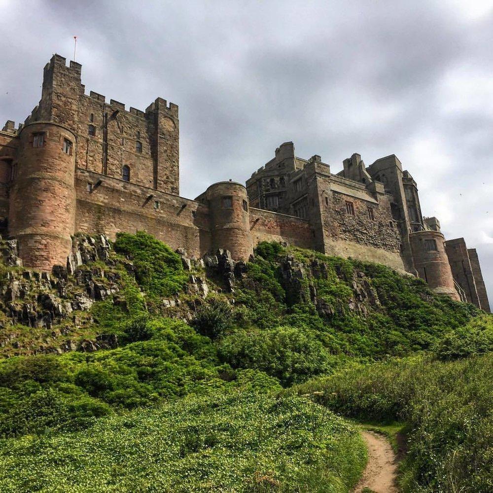 The king of castles.  #england #uk #northumberland #walkingholiday  (at Bamburgh Castle)