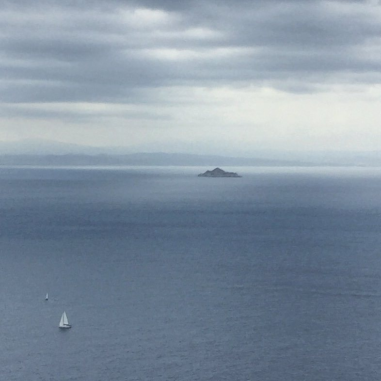 Mainland 🇮🇹 in the foggy distance.  #italy #tuscany #tyrrehniansea  (at Italy, Island Elba, Marina Di Campo)