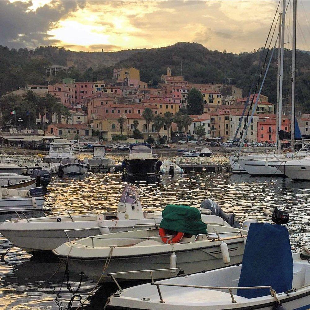End of day.  #italy #tuscany #fishing  (at Italy, Island Elba, Marina Di Campo)