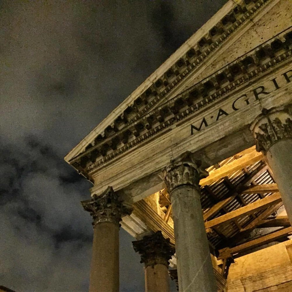 Under the light of the moon.  #italy #rome #history #art #pantheon  (at Pantheon)