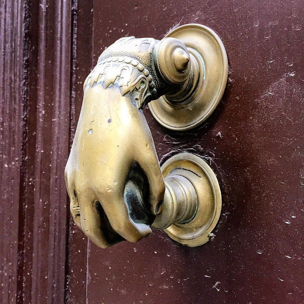 Nice knockers, baby.  #spain #madrid #antiquehardware  (at Plaza de España)