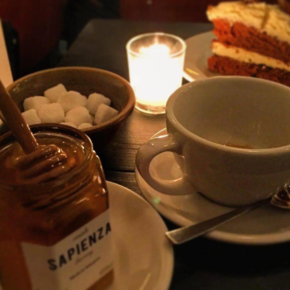 Rainy afternoon tea and cake.  #england #london #onlyatehalf  (at Marylebone High Street)