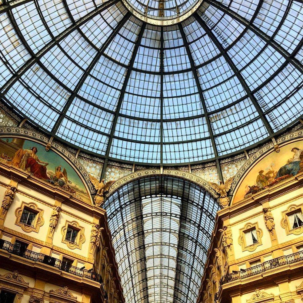 Look up!  #italy #milan  (at Duomo di Milano - Duomo Cathedral)