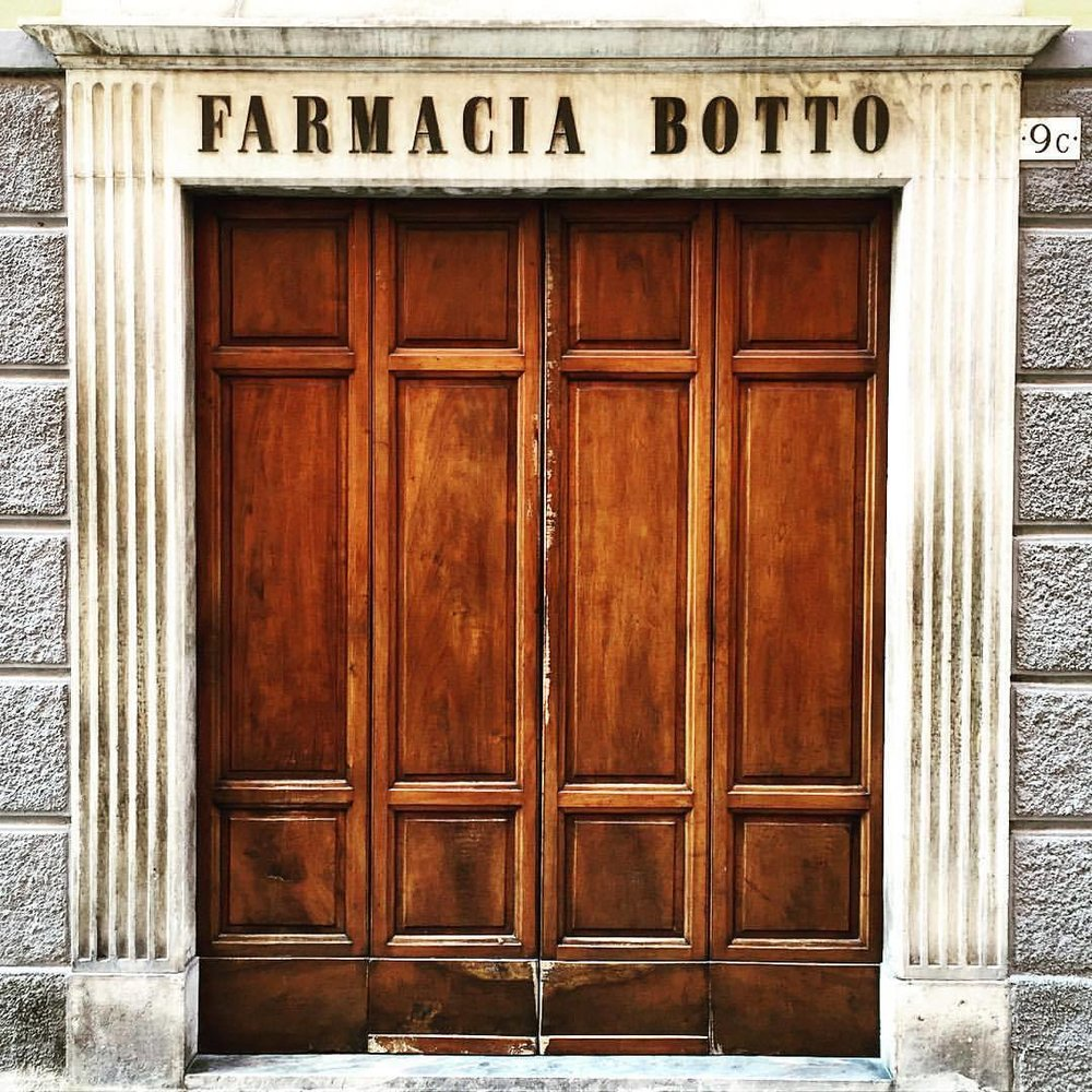 Closed on Sundays..  #normale #italy #sundayswithfamily  at Mondovì, Italia