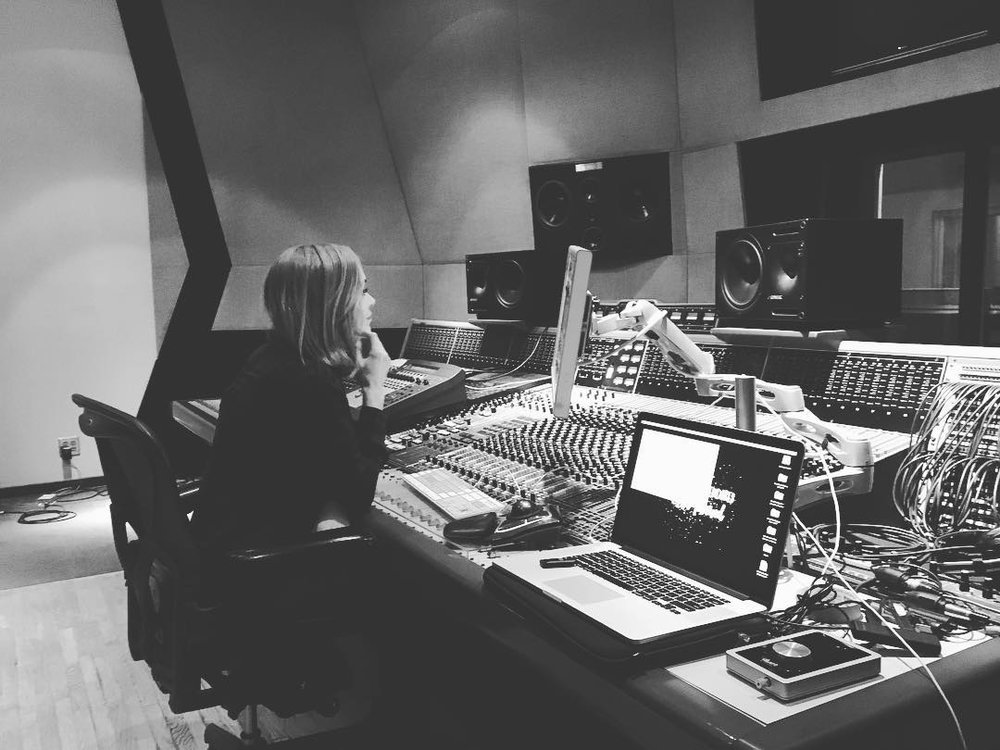 SE Berrios Is A Nashville Based Producer/Songwriter And Mixer. Early In Her  Career, Berrios Earned Her Stripes As An Audio Engineer On Music Row, ...