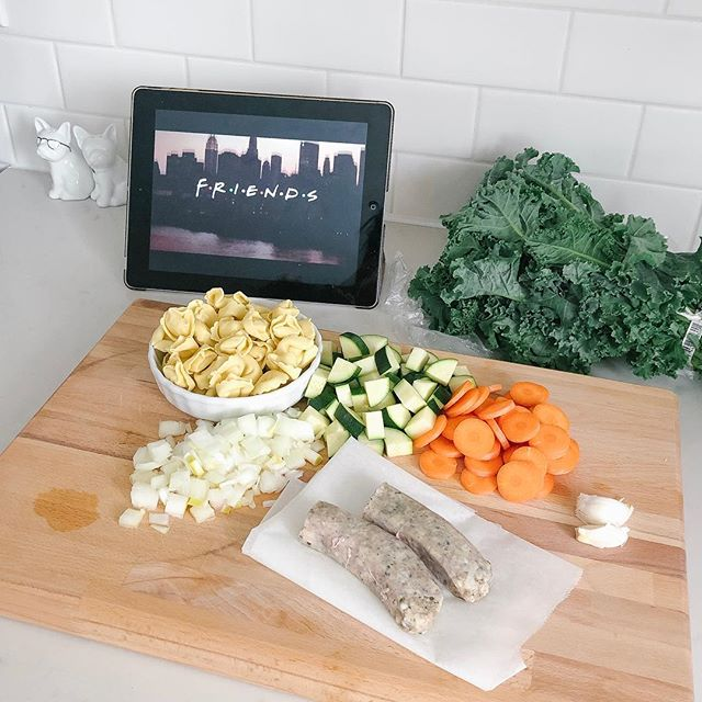 Anyone else dream of a tv in the kitchen? 🙋🏻‍♀️ This will do! #soupson #friendsforever  #soupstagram