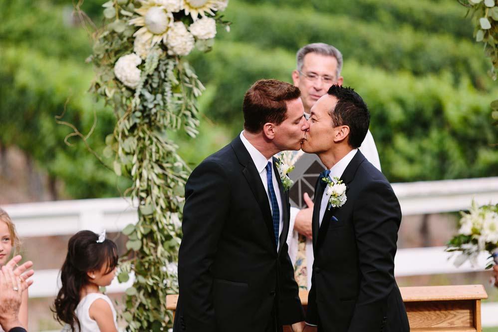 gay_wedding_the_sitch2.jpg