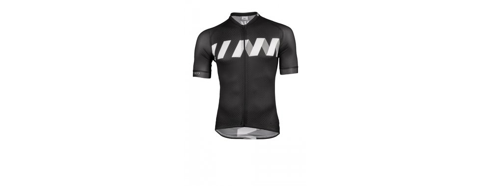 Winn Black-White Summer Jersey - The use of fabrics with carbon fibers shields the body from absorbing static energy and UV rays. The structure of the fabric accelerates evaporation of moisture keeping the skin dry and cool. It is antibacterial and inhibits the development of odor causing bacteria.