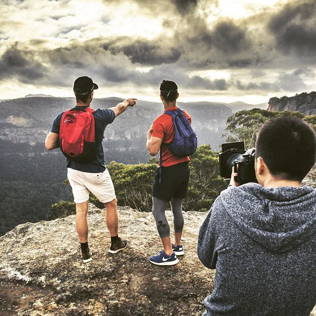 There was nothing mysterious about the crew's burning calves after our br00tal pre-dawn race to the top of Mystery Mountain, Newnes to catch sunrise. @_danieltran_ having no trouble keeping up with @jorrelburazerr and @reynede to capture the bangers. #NSWParks • • • #folkgood #folkcreative #vibesofvisuals #visualsgang #visualsgallery #hsdailyfeature #lastingvisuals #theimaged #takemetoaustralia #discoverearth #exploringaustralia #WeAreExplorers #roamtheplanet #beautifuldestinations #thelensbible #stayandwander #earthoutdoors #earthgallery #visualambassadors #visualsoflife #gearednomad #awesomeearth #createcommune #eclectic_shotz #shotzdelight #adventurer_collective @artofvisuals @eclectic_shotz @beautifuldestinations #newsouthwales @nswnationalparks #wollemi
