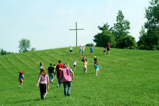 walking-to-the-cross-1315234-639x426.jpg