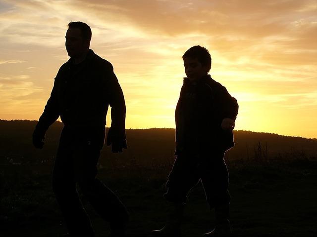 father-son-1522121-640x480.jpg