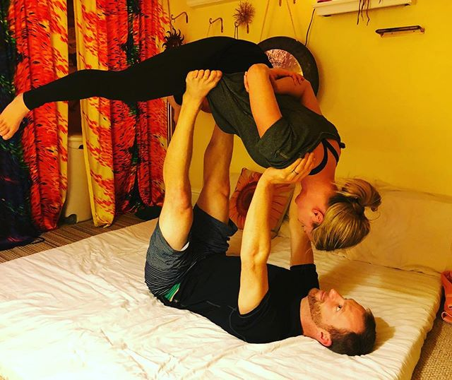 Yay! This couple did AMAZING for their first time #acroyogafun #partnerworkout #partneryoga #igotyou #support #supportsmallbusiness #sunshinemassagestudio #samanthasunshine