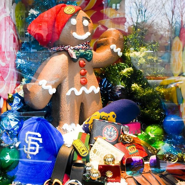 I photographed the most exciting Christmas Holiday Windows this morning and wrote a story about it. Check it out: https://patch.com/new-york/new-york-city/photos-see-most-beautiful-christmas-holiday-windows-nyc #holidaywindows #christmaswindows #macysheraldsquare #bergdorfgoodman #barneysnewyork #bloomingdales #saksfifthavenue