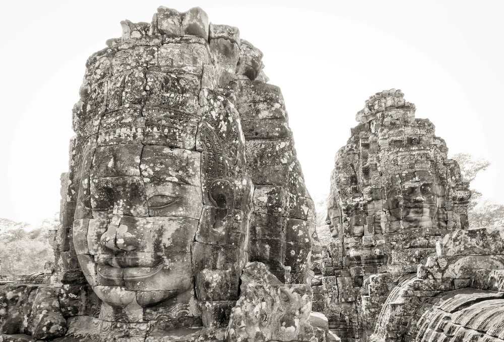 How many Buddhas do you see? Answer below.
