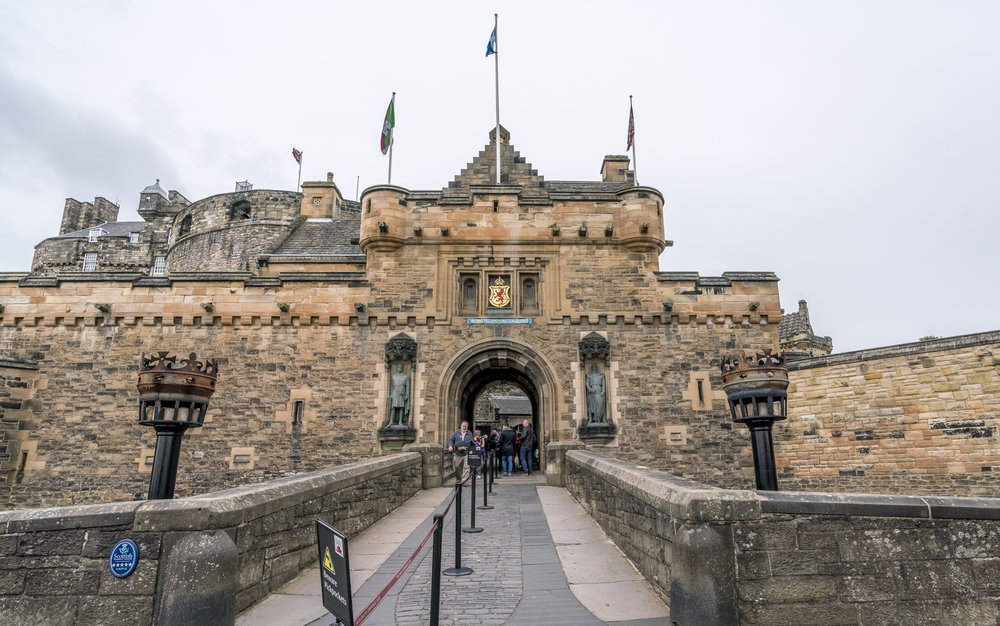 Entering Edinburgh Castle. William Wallace on the right, Robert the Bruce on the left.