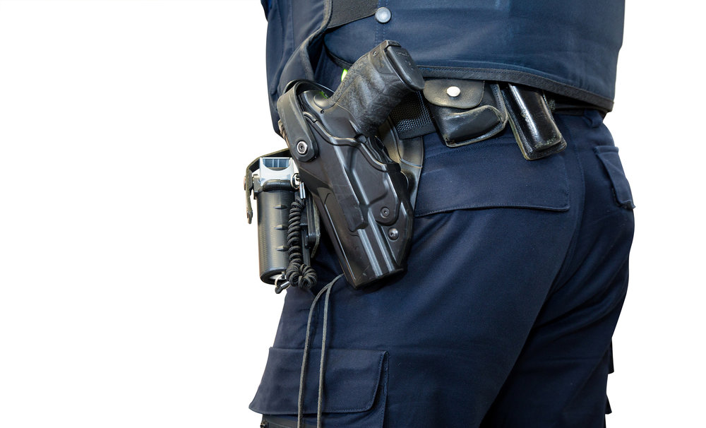 Police-officer-with-gun-belt.jpg