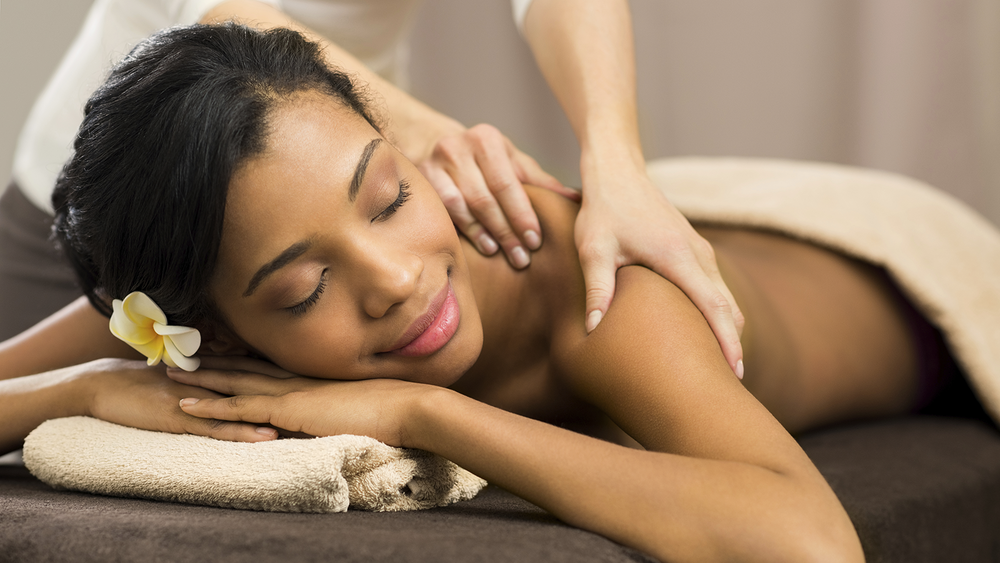 massage_woman_with_flower.png