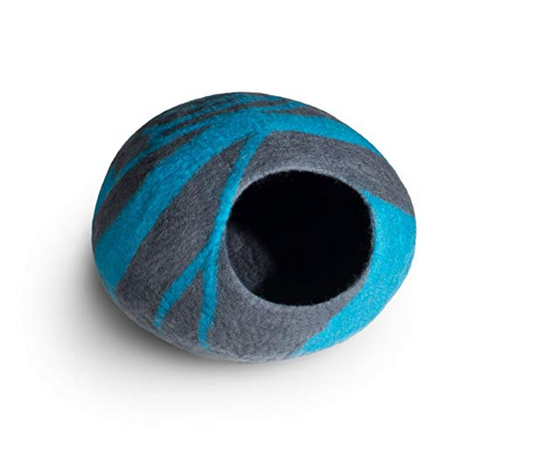 Turquoise and grey wool cat pod.