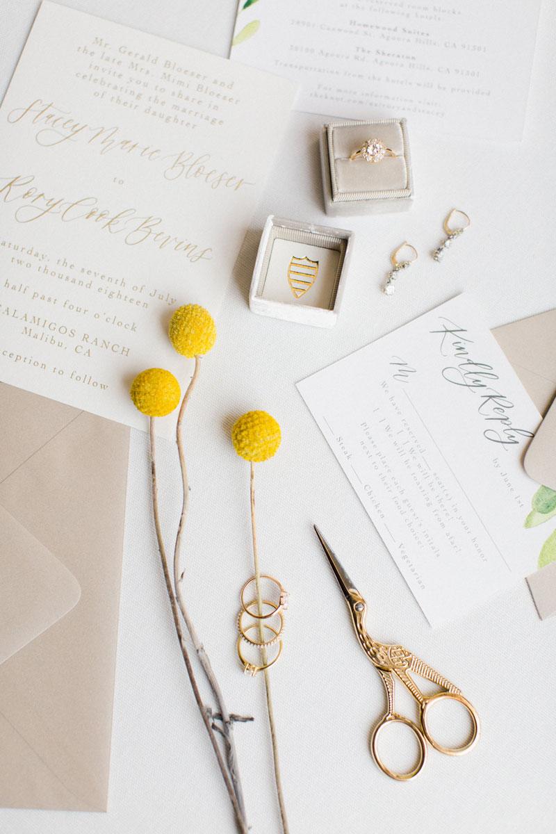 Photo    Martha Pimentel    / Rings & Earrings    Trumpet & Horn    / Ring Box    The Mrs Box    / Paper    Pirouette Paper
