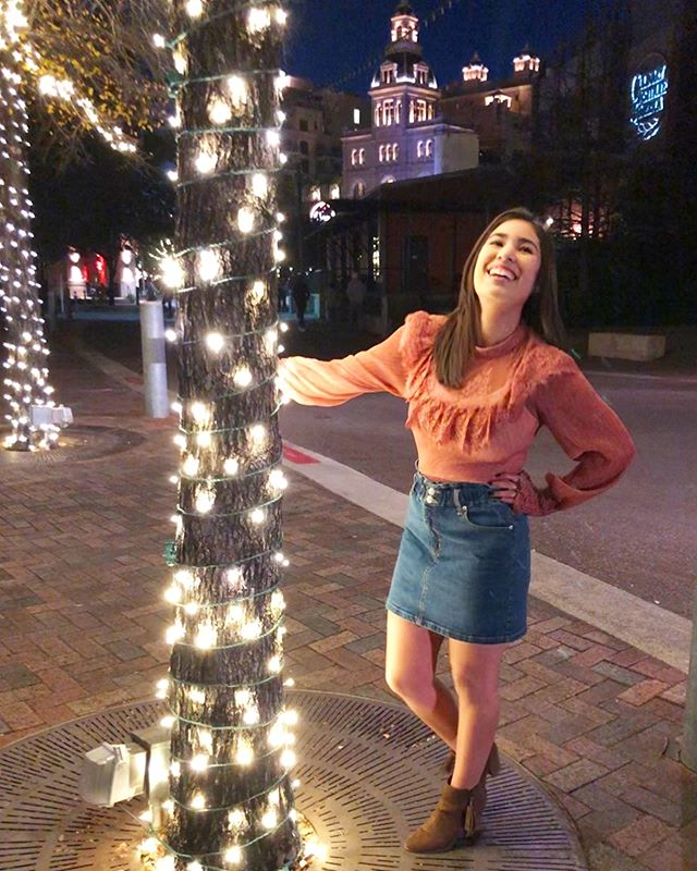 Be kissably cute this New Years Eve in our Kissing Kate Barlow blouse! Follow the link in our bio. ••• Paired with our Let's Go Girls skirt. Up to 30% off sale online Free shipping on orders over $50 use promo code FREE50 at checkout. ••• #latinaownedbusiness #supportsmallbusiness #womenowned #holidayparty #holidayoutfit #womensfashion #fashionblogger #fashionbloggerstyle #womenbloggers #boutiqueshopping #boutiquefashion #oneofakind #boutiquefinds #newyears #fashionista #satx #texaswomen #pearlbrewery #holidaylights #backroadboutiquesa