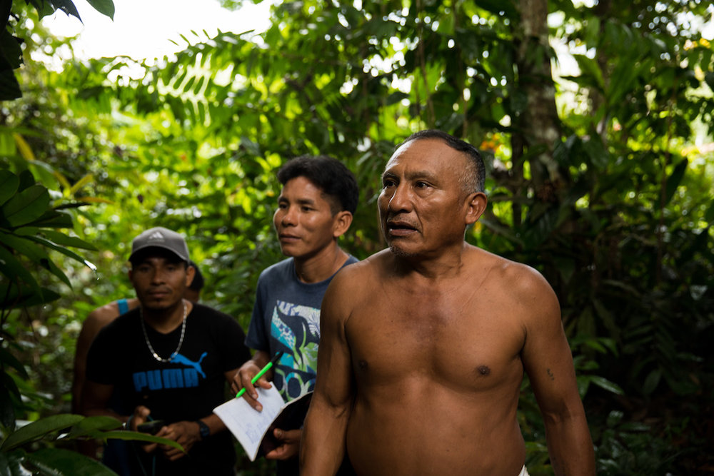 The mapping involves Matsés elders such as Antonio who transmit their territorial knowledge to the younger Matsés.