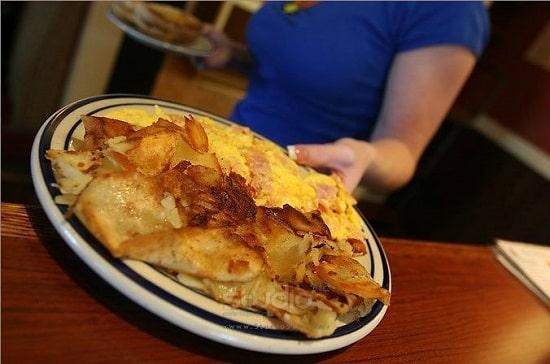 broken yolk tampa breakfast-min.jpg