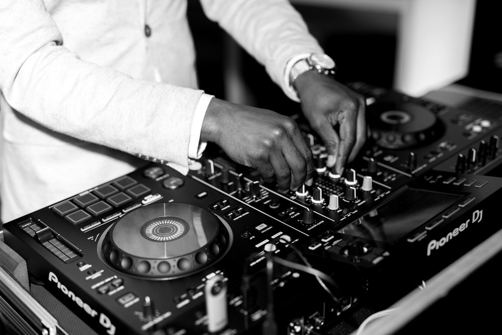 THE MUSIC - DJ, Solution Entertainment