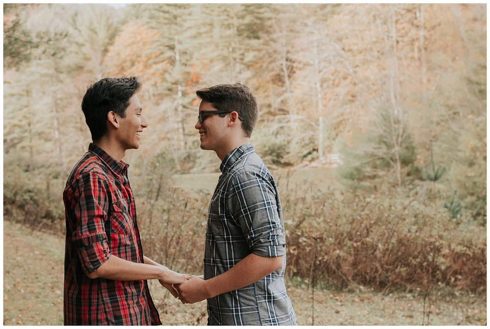 adventurous anniversary session in blowing rock, nc |north carolina elopement photographer | mountain elopement inspiration | wild onyx photography | www.wildonyxphotography.com