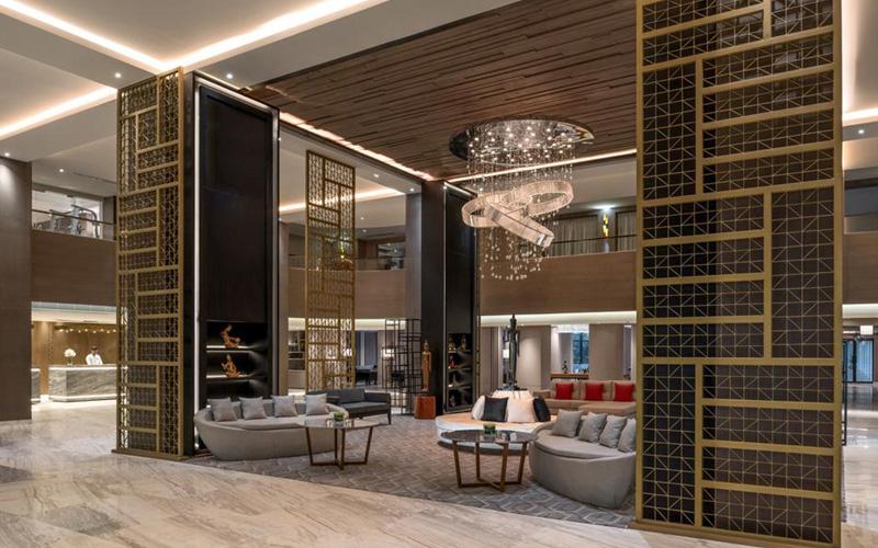 "Marriott Siem Reap - 梅莫瑞的庭院都是⽤我们的电⼦门锁,门锁牌⼦是""Saflok"" 。这个门锁牌⼦能够⾮常灵活地与酒店系统 配合。"