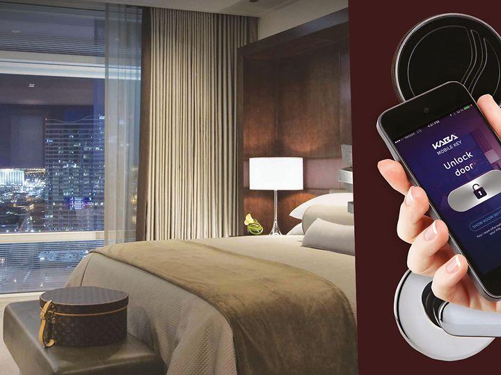 pic-hotel-room-quantum-phone-newscreen-unlock-door.jpg