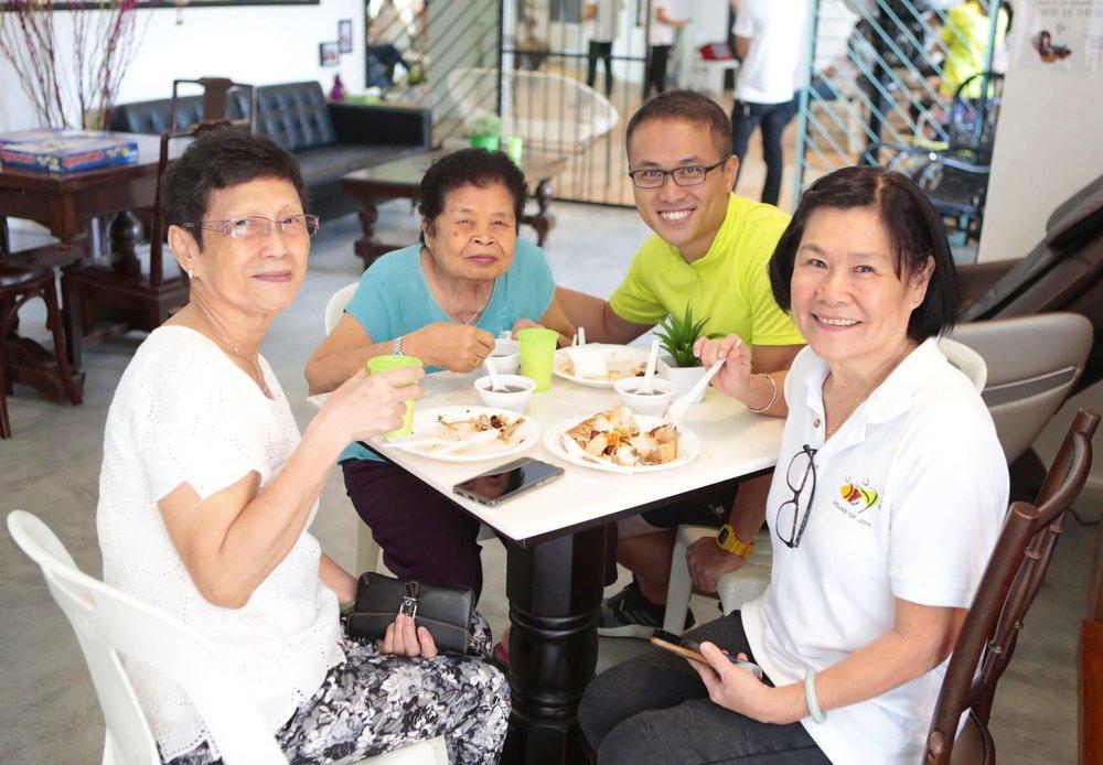 Yumei  (far left) and  Haitang  (far right), HOJ Centre Hosts