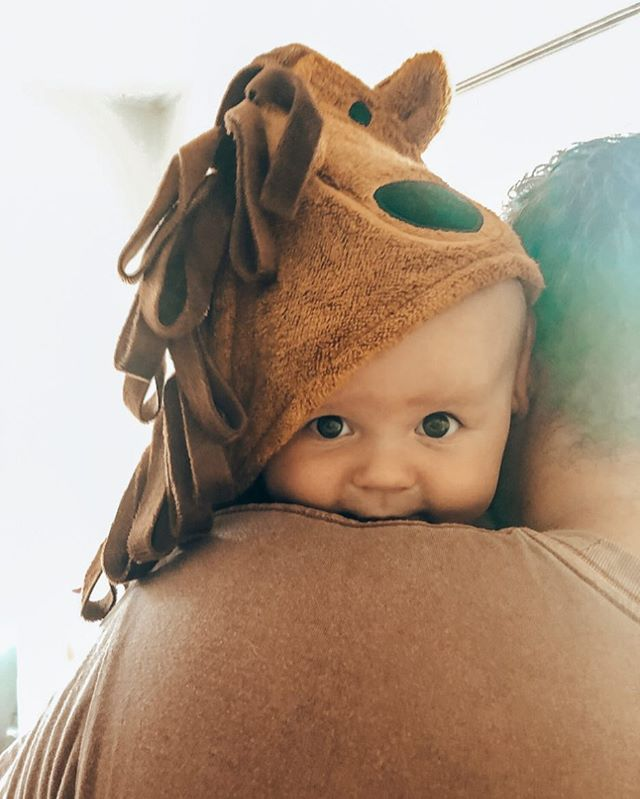 Good morning it's Friday!!! 💃🏽 @the_tails_of_us . . . #mibaloo #babygift #babyshower #babylove #babyaustralia #babytowel #bamboobabytowel #hoodedtowel