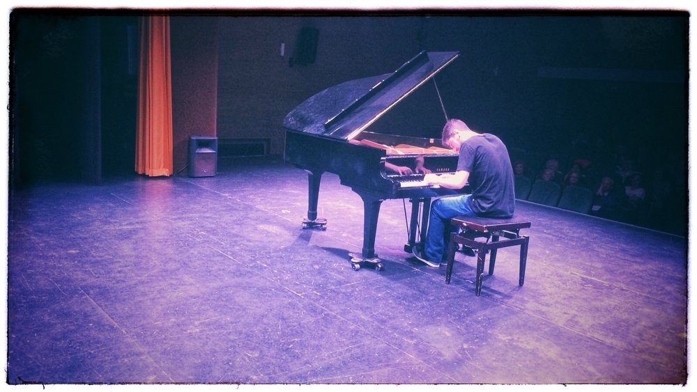 Pablo Thonon at a solo piano concert