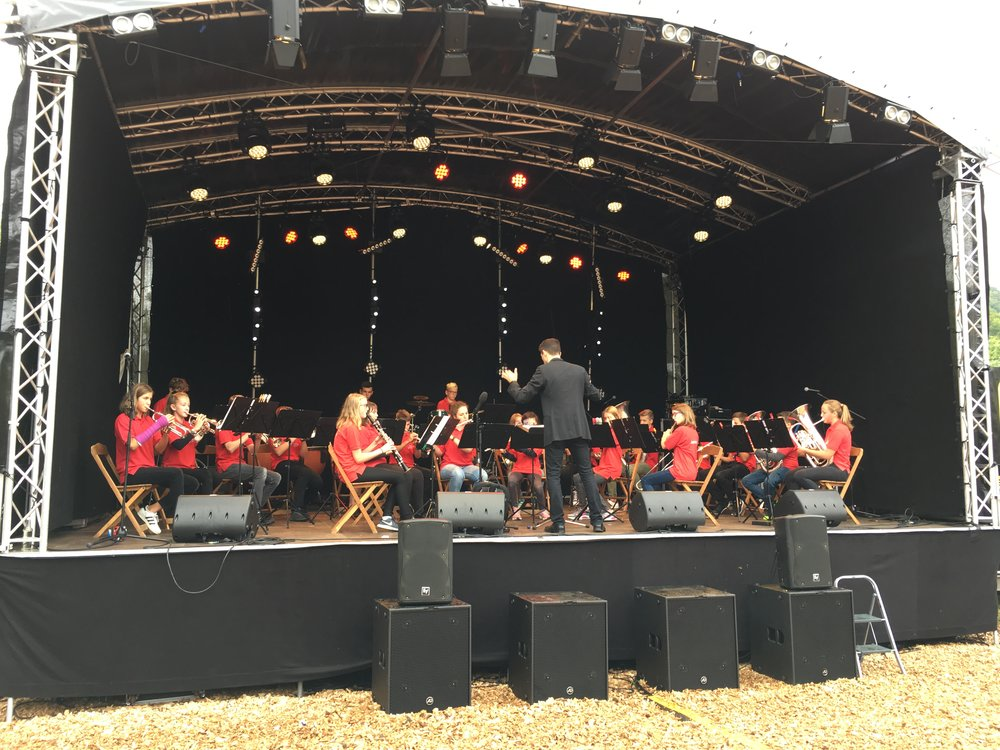 Die Juniorband Wegenstettertal am Dorffest in Zeiningen 2018. Foto by Severin Gysin