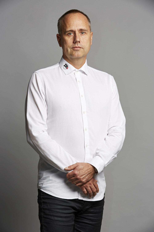 Christer Larsson,Säljare - I över 10 år har Christer jobbat med ZwickRoells produkter. Han började som servicechef då han bland annat tog fram många av våra rutiner för ackrediterade kalibreringar. Idag är Christer säljare och vägleder er valet av bästa produkt. När Christer inte jobbar hittar ni honom på gymmet eller rockkonserten.Telefon: +46703776109Email: förnamn.efternamn@zrs.se