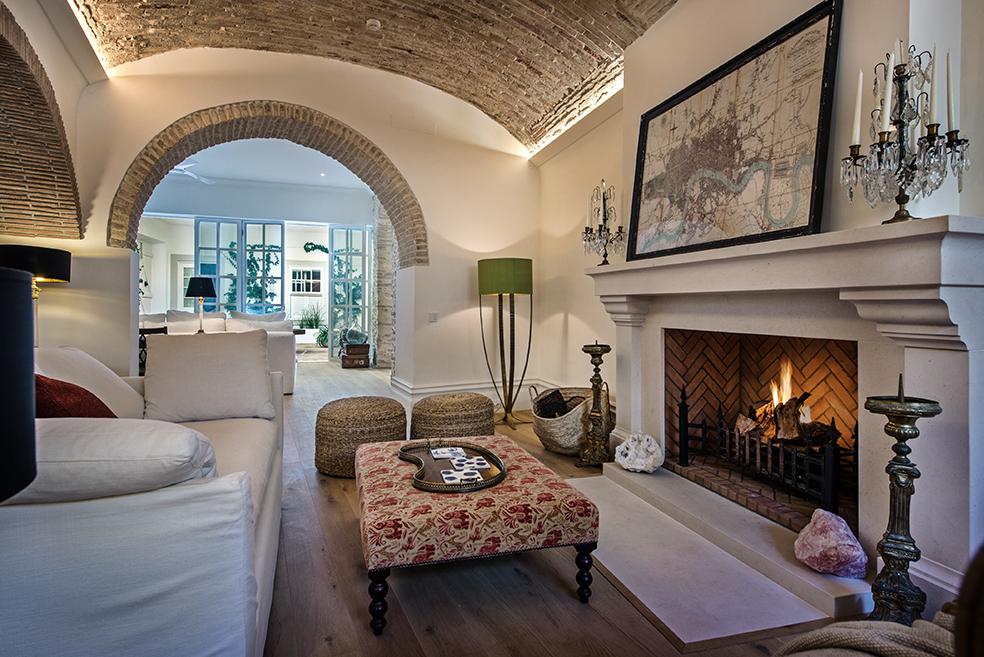 Living_room_YOGA_WELLNESS_RETREAT_olhao_portugal_EXPERIENCE-RETREATS.jpg