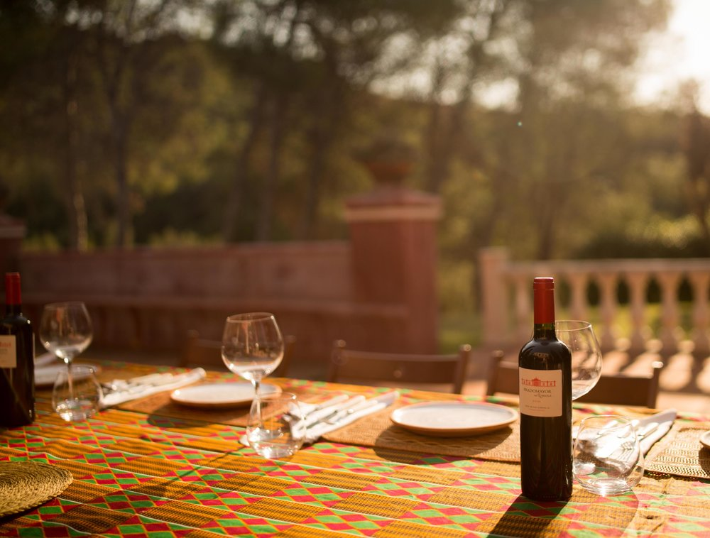 Experience-retreats-Yoga-retreat-fitness-retreats-Andalucia-Dinning-outdoors.JPG