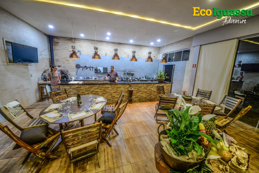 SHOW COOKING FACILITY    Features:  Toilets, air conditioning, swimming pool, located in a reserved area of the city.