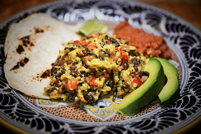 【Machaca and Eggs】 ・ *********************** 【Ingredients (3-4 servings)】 2Tablespoons vegetable oil ½ cup mincedonion(60 g) 1 serrano chile, finely minced 1 ripe roma/plumtomato, seeded and diced(110 g) 1 cup shredded machaca (about 60 g.) 6 eggs, mixed *********************** ・ 【Directions】 1. In a sauté pan over moderate heat, sauté onion and serrano chile in oil until soft. 2. Add tomatoes and cook for about 2 minutes or until the tomatoes start to soften. 3. Add shredded machaca. Cook for several minutes to heat and somewhat soften the  machaca. 4. Add eggs and cook, while stirring, until the eggs are cooked like scrambled eggs. 5. Serve with hot tortillas, refried beans, avocado slices, and your favorite salsa.  #umamirecipes #umami #recipes #foodrecipes #cook #foodcooking #foodies #foodstagram #foodporn #ajinomoto #food52grams #cookingram #deliciousness #egg  #machaca