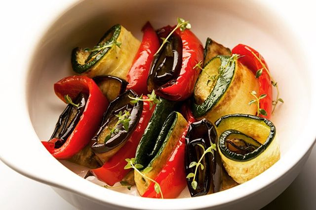 【Grilled marinated vegetables】 ・ Sprinkling MSG when grilling brings out the sweetness of the vegetables. Make your marinated dishes even more delicious! *********************** 【Ingredients (2 servings)】 ・ Red paprika: ½ (90g) American eggplant: ½ (110g) Zucchini: ½ (100g) MSG: 1/4 teaspoon  Salt: 1/4 teaspoon  Extra virgin olive oil: 3 tablespoons (15g) Herbs of your choice (basil, parsley, etc.) *********************** ・ 【Directions】 1. Set oven to 200 degrees at 15 minutes.  2. Cut red paprika vertically in 6 equal portions, and cut the rest of the vegetables in thin strips 0.5 cm thick.  3. Sprinkle each of the vegetables with salt and MSG, leave for 3 minutes and then pour 1½ tablespoons of olive oil on all the vegetables. Grill for about 13 to 15 minutes in the oven until slightly browned.  4.  Marinate grilled vegetables in the remaining olive oil and cool in refrigerator. Sprinkle herbs of your choice. ・ #umamirecipes #umami #recipes #foodrecipes #cook #foodcooking #foodies #foodstagram #foodporn #ajinomoto #food52grams #cookingram #MSG #garlic #oliveoil #vegetables #veggies #deliciousness #msgisumami #papric #eggplant #zuccini
